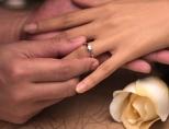 На каком пальце равным образом руке носят помолвочное кольцо?