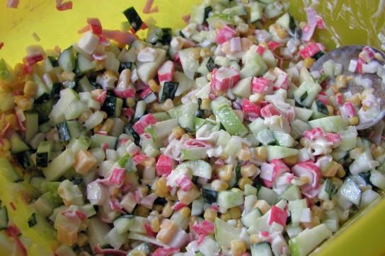 салат с крабовыми палочками и кукурузой классический без риса рецепт