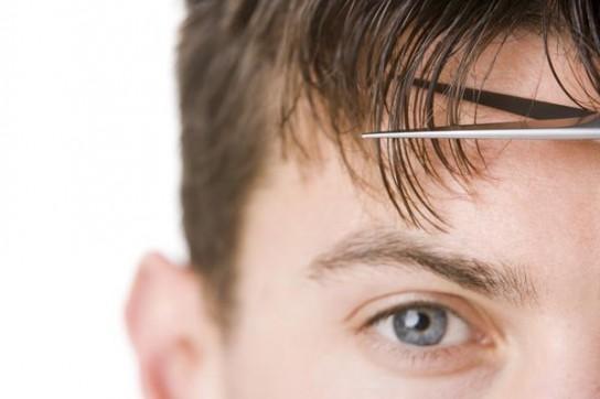 Как подстричь волосы ножницами мужчине