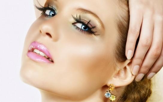Как научиться делать макияж самой себе? Каких нужно при этом придерживаться правил?
