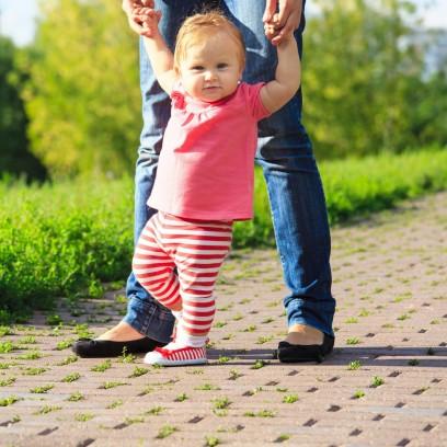 Как одеть младенца на прогулку летом? Летний гардероб новорожденного