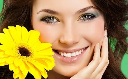 как улыбаться с зубами красиво и естественно