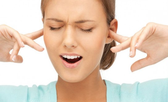 Пропадает голос закладывает уши что делать