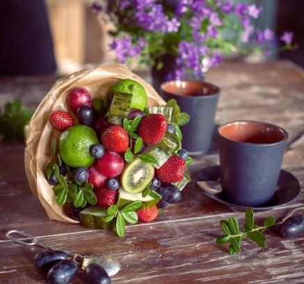 Как сделать букет из фруктов своими руками: пошаговое фото 16