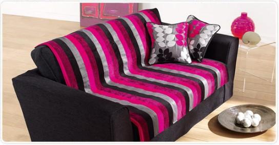 Декоративные подушки и покрывало обновят интерьер
