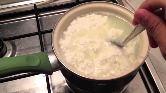 Как сделать в домашних условиях из молока йогурт