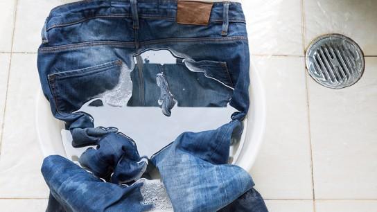 Как удалить с краску с брюк в домашних условиях 795
